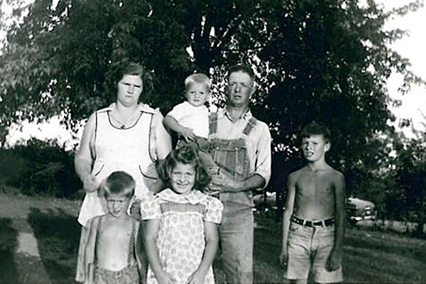 Mom-and-Dad-with-four-kids-1955
